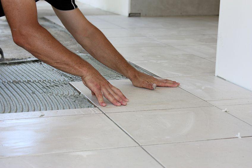 Choisir un carrelage pour votre salle de bain devis gratuit for Pose de carrelage au sol sur chape