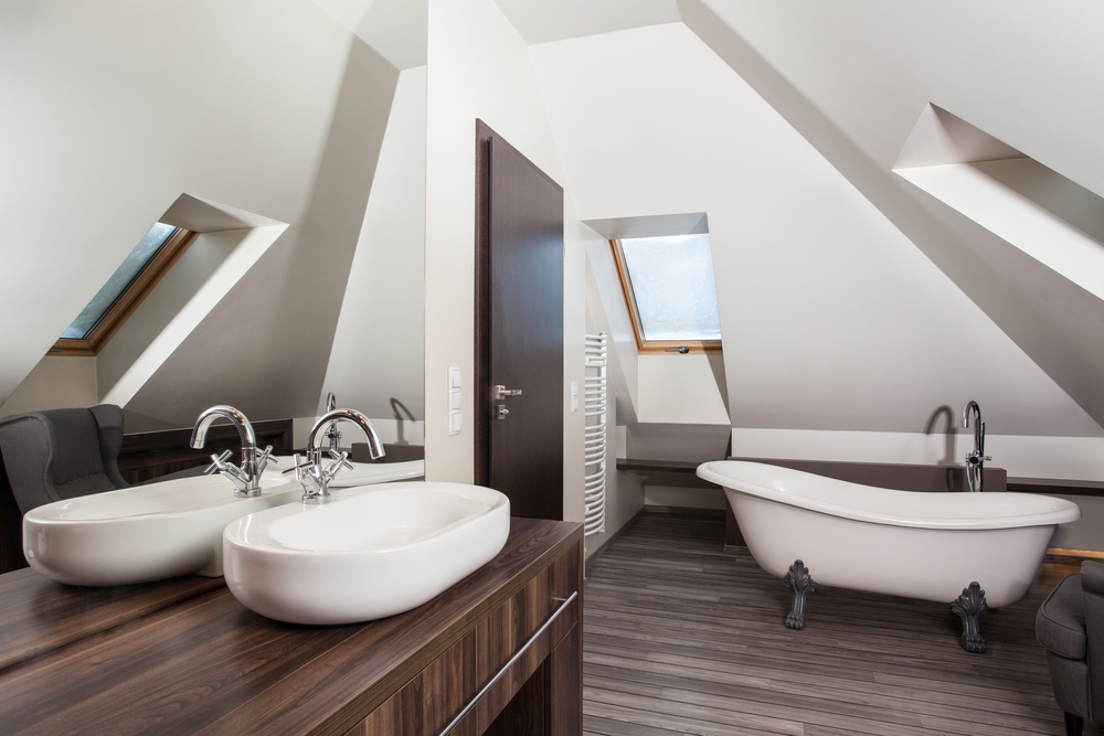 Aménagement de l'espace salle de bain dans un grenier