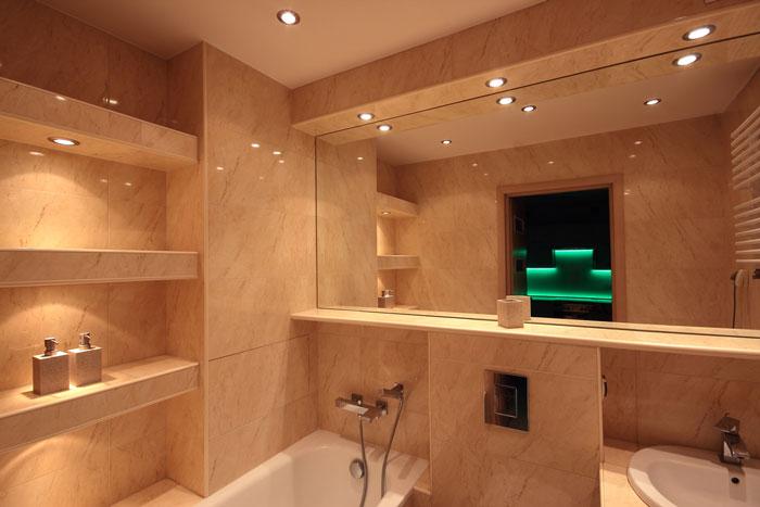 Comment choisir l 39 clairage d 39 une salle de bain for Luminaire salle de bain plafond
