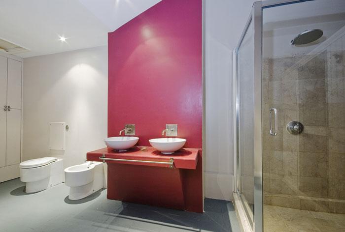 Peinture ou papier peint que choisir pour sa salle de for Peinture acrylique salle de bain